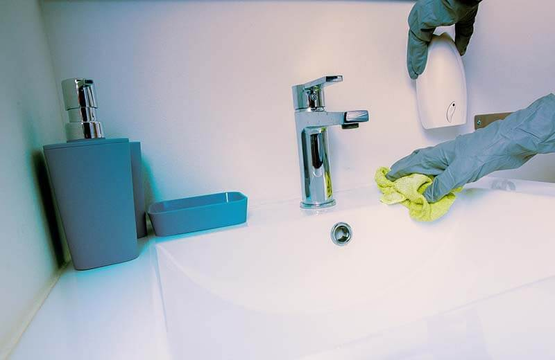 Bathtub limescale removal